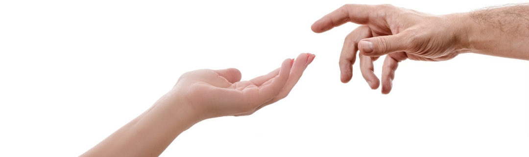 comunicación no verbal - dos manos juntándose