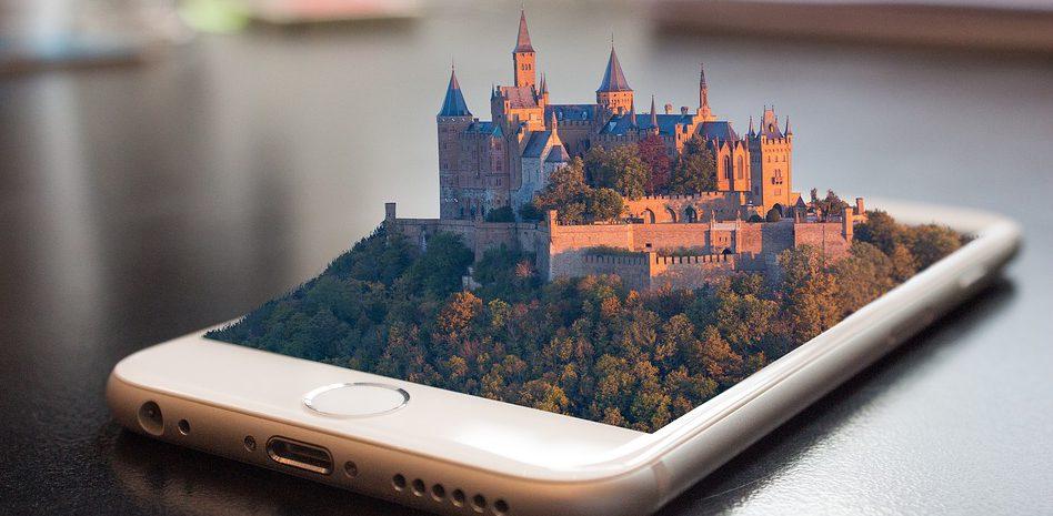 un móvil con un castillo en realidad aumentada